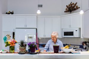 Joan Stek, 90, works in her kitchen at Glacier Circle in Davis, Calif., on Oct. 23, 2017. (Heidi de Marco/KHN)